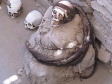 Nazca Mumie: Zwei Schädel und eine Mumie