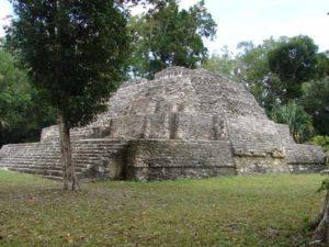 Maya Tempel in Yaxha