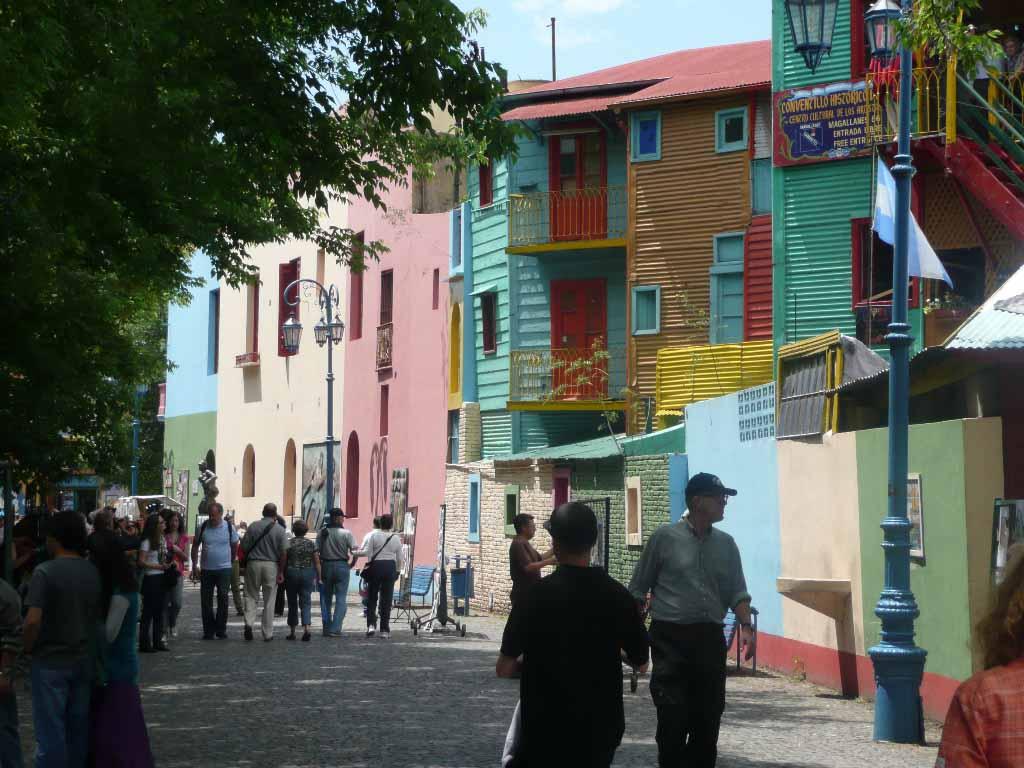 Buenos Aires mit den butnen Häusern von La Boca