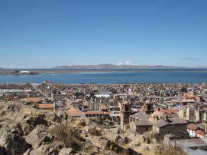 Blick auf Puno am Titicacasee