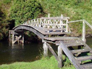 El Pange Unterkunft mit Brücke über den Fluss