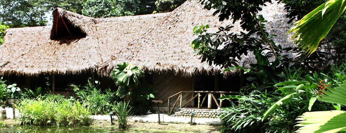 Hauptgebäude der Esquinas Rainforest Lodge am Golfo Dulce