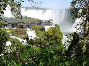 Iguazu Wasserfälle in Brasilien mit herrlichem Panoramablick