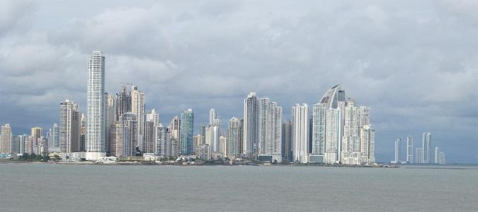 Die Skyline von Panama City an einem wolkigen Tag