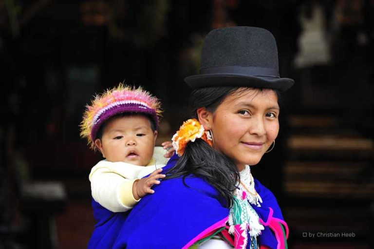 Typische Kleidung der Kolumbianer beim Marktbesuch
