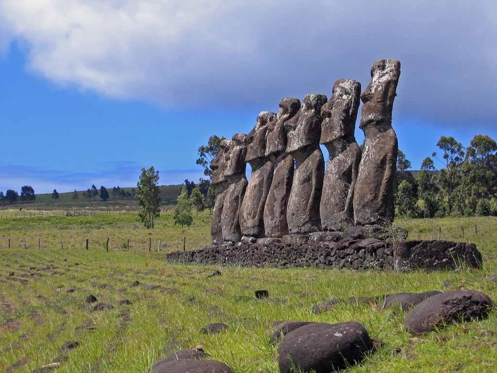 Moais der Rapa Nui auf der Osterinsel