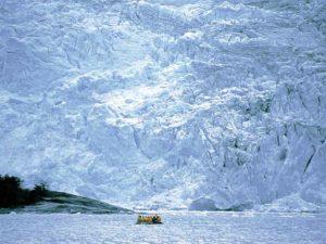 Riesige Gletscherwand in der Antarktis