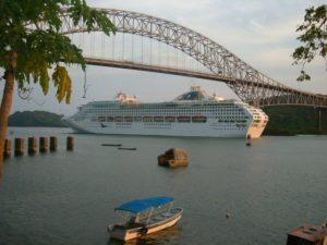 Bridge of the Americas bei der Panamakanal Durchquerung