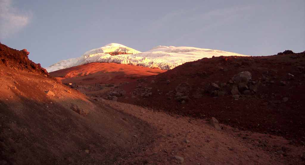 Vulkan in Ecuador bei Sonnenaufgang