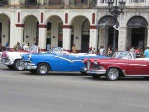 Typische Oldtimer in Havanna