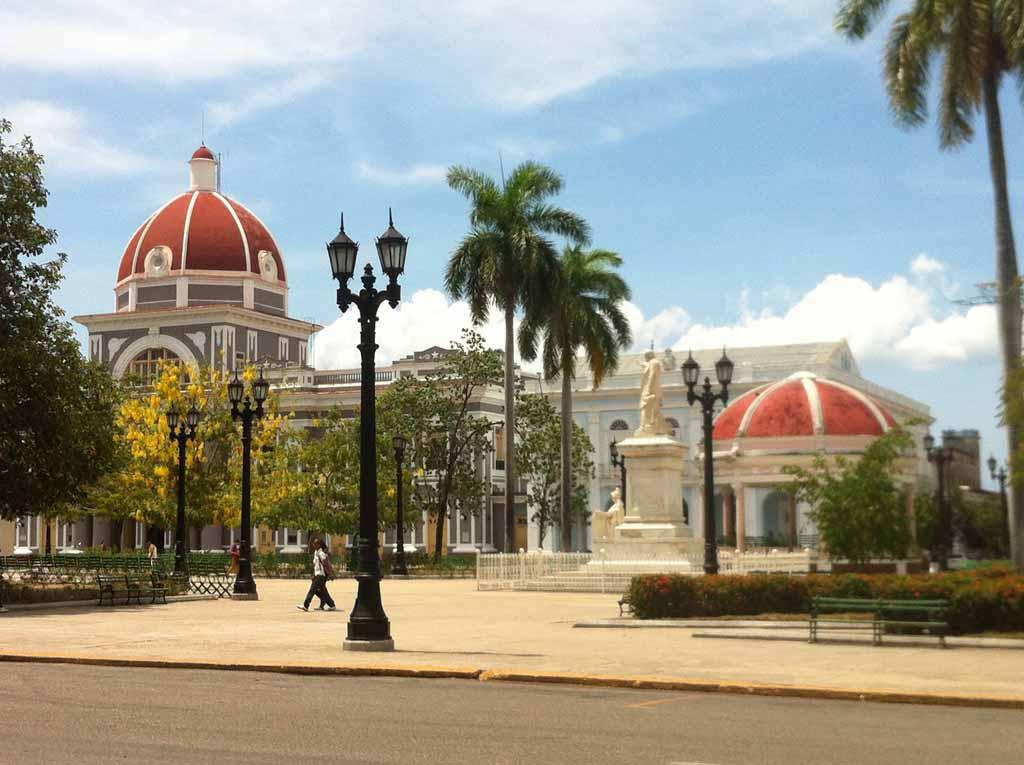 Spaziergang zur Plaza in Cienfuegos
