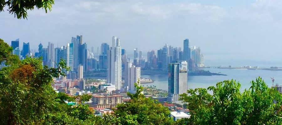 Urlaub in Panama mit Blick auf die Skyline von Panama City