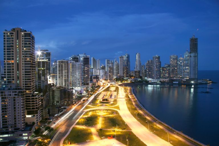 Panama City Küstenstraße am Abend