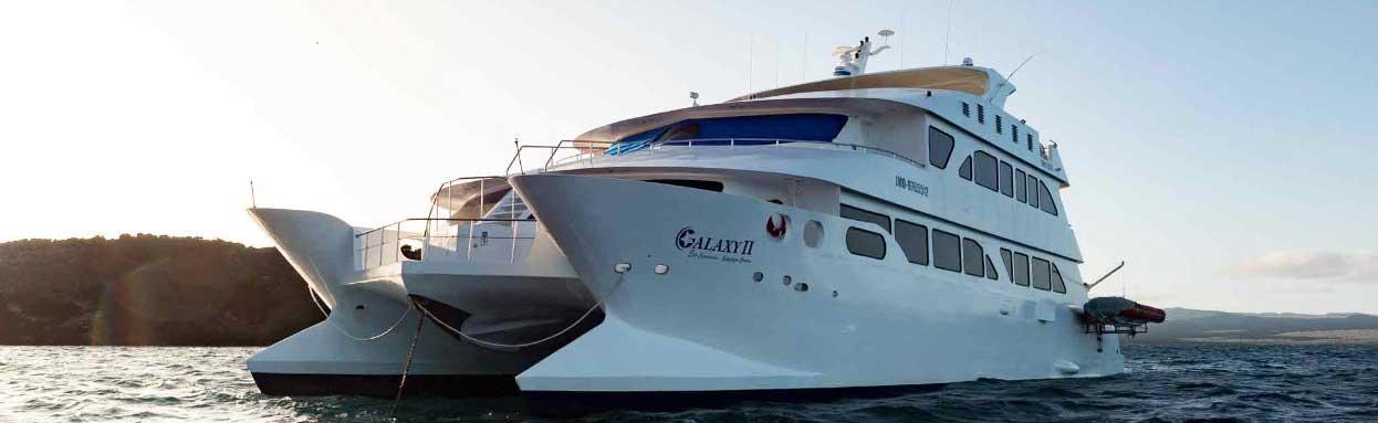 EcoGalaxy Katamaran für eine Galapagos Kreuzfahrt