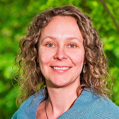 Das Bild zeigt Stefanie Lange, die Ansprechpartnerin für ihre Anfrage an napurtours